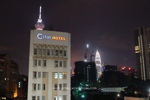 View dari kamar saat malam hari