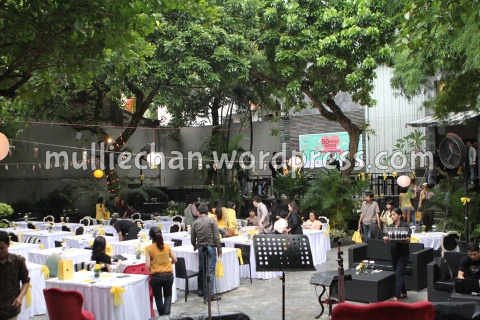 Suasana outdoor dinner set di Phoenix